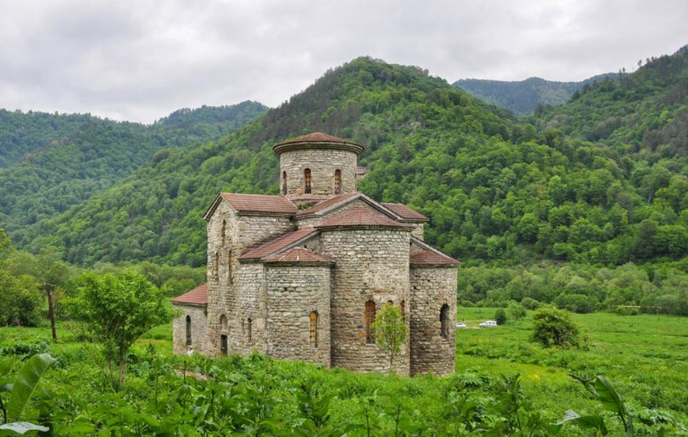 Кавказ: где находится древнейший храм России?
